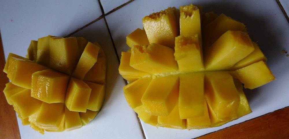 Une mangue transformée en couple d'hérissons...