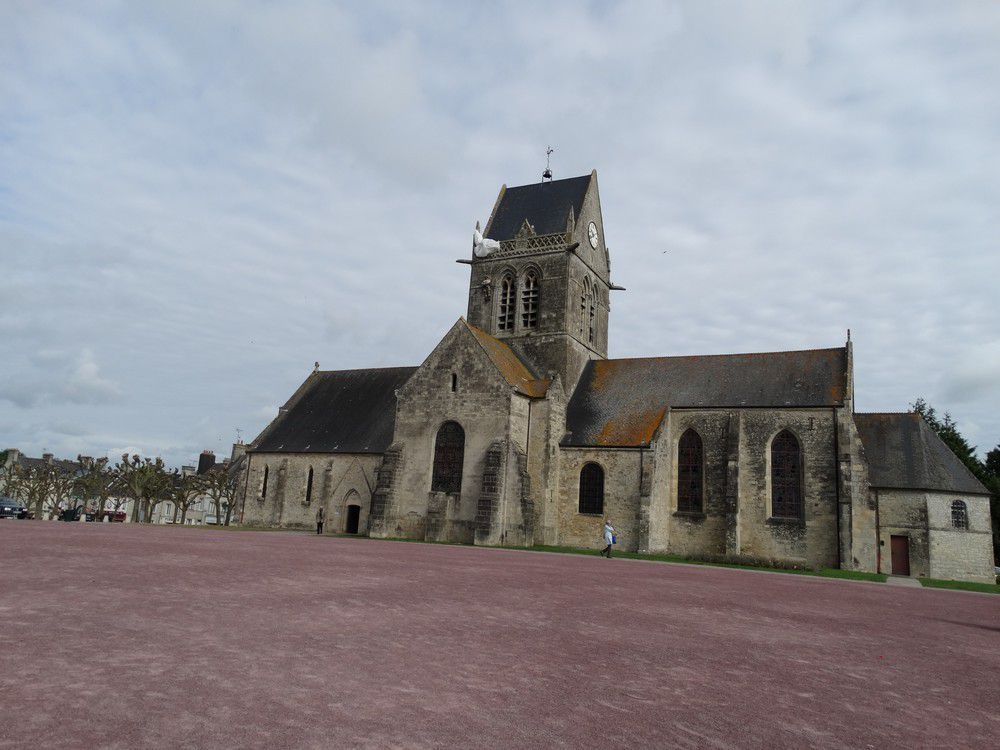 Sainte-Mère-Eglise en Normandie (1/2)...