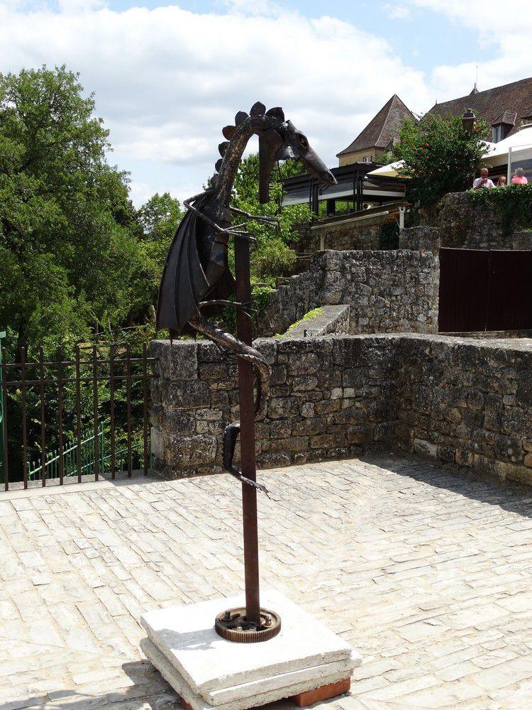 Domme : les gardiens de la bastide...