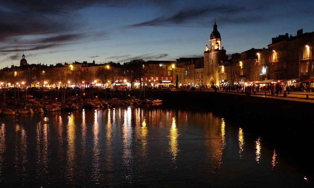Le port de La Rochelle à la tombée de la nuit...