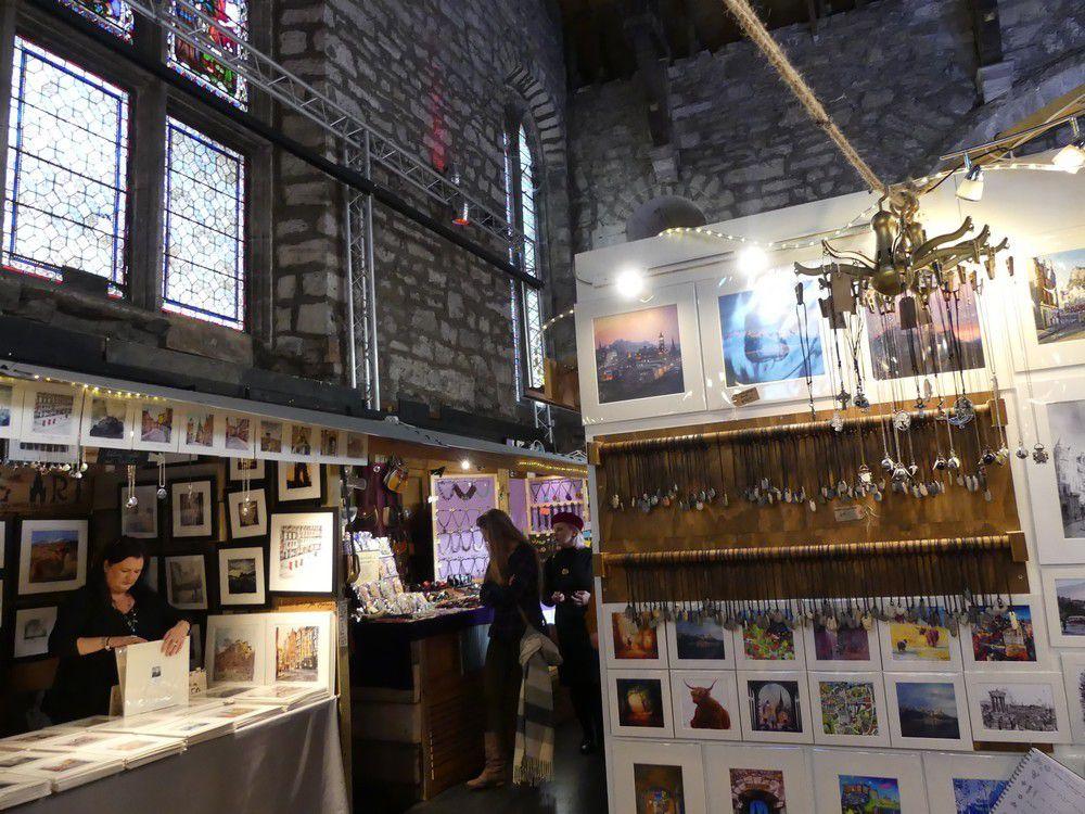 Edimbourg : une église transformée en marché d'artisanat...