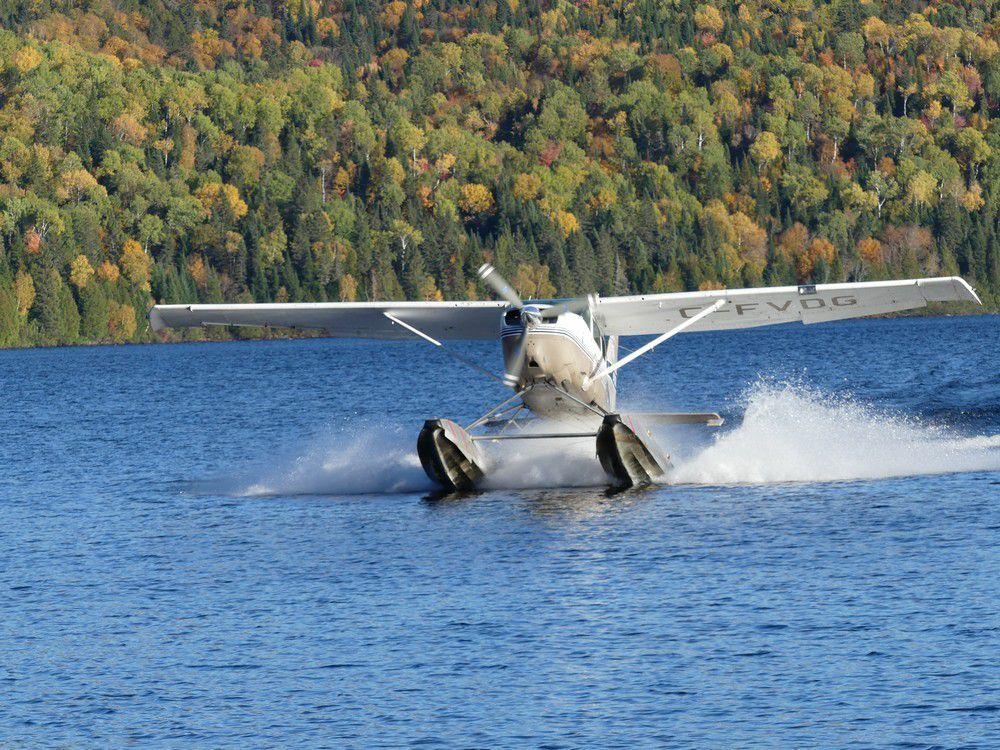 Baptême de l'air en hydravion au dessus de la Mauricie au Canada (1/2)...