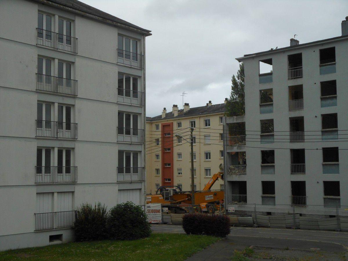 Cité Waron : Démolition d'un 3ème immeuble
