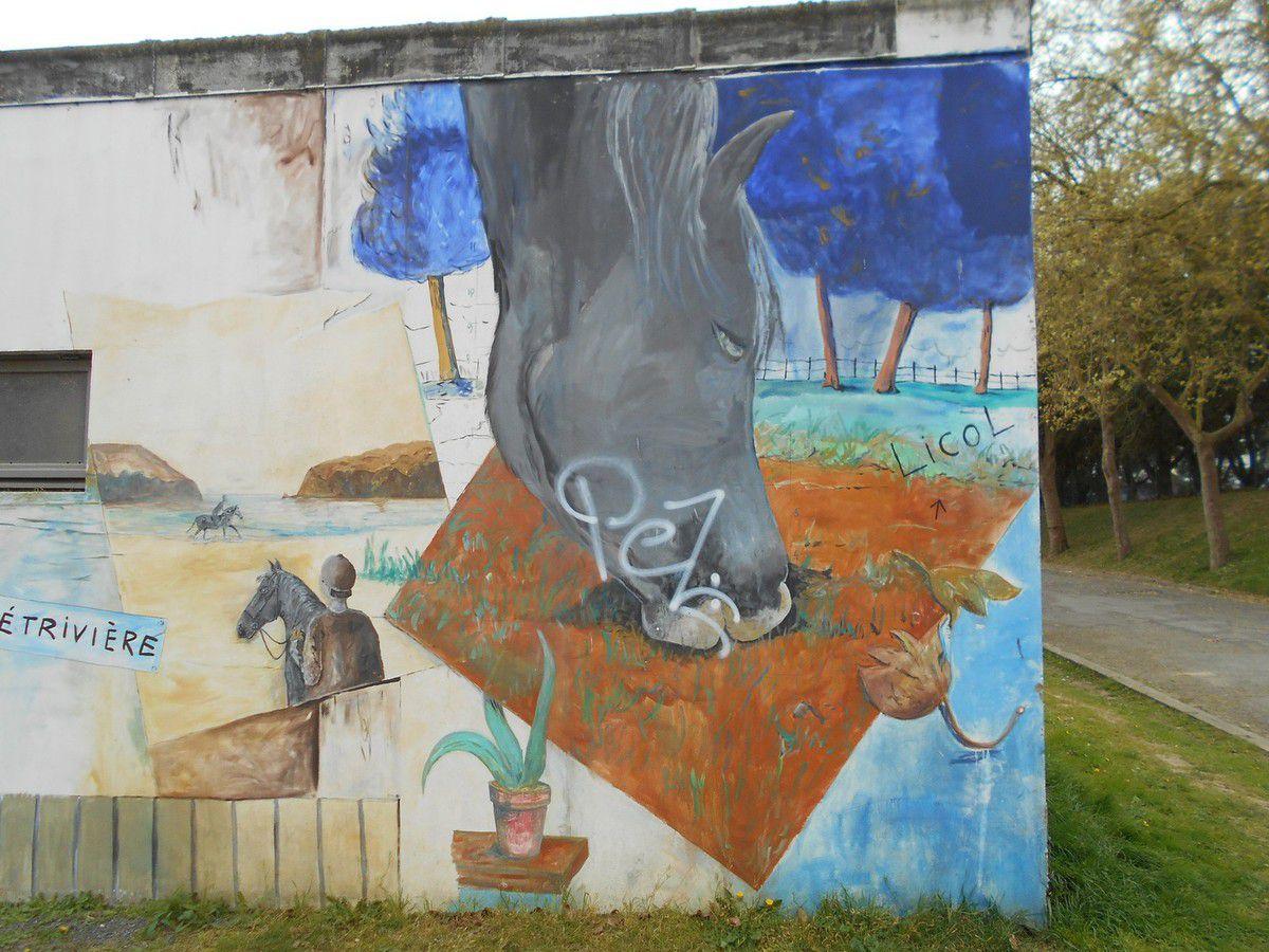 Graffitis au centre équestre