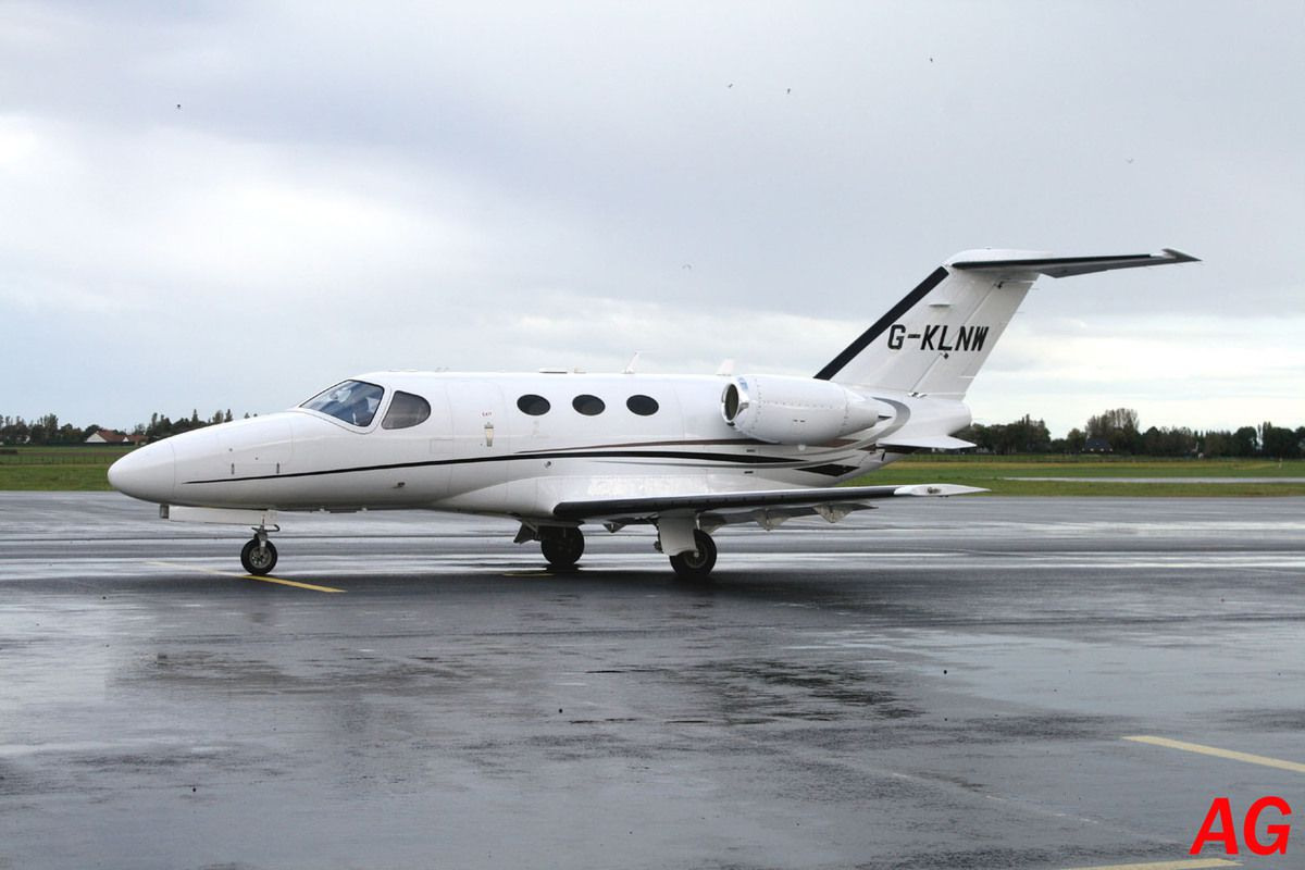 Le Cessna Citation Mustang G-KLNW.