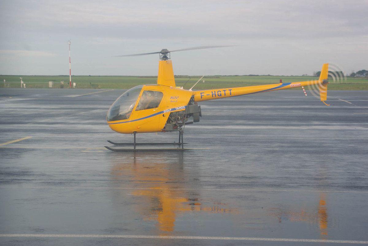 Nous l'avons déjà avec son immatriculation anglaise, le Robinson R-22 G-BYZP est devenu F-HGTT.