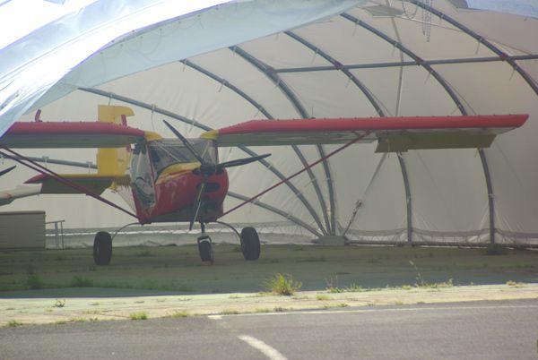 Un nouvel arrivant sur Octeville avec cet ULM Guerin G-1 dans le hangar en toile.