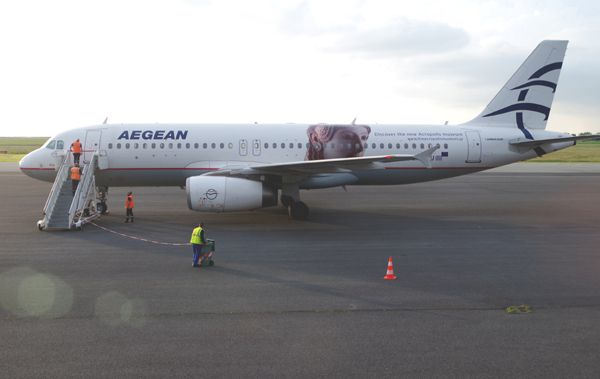 La compagnie Grecque Aegean a fait escale avec l'Airbus A-320 SX-DVU.