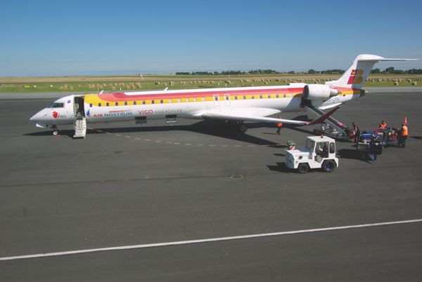 Le Canadair (Bombardier) CRJ 1000 EC-JTU de la compagnie Air Nostrum.
