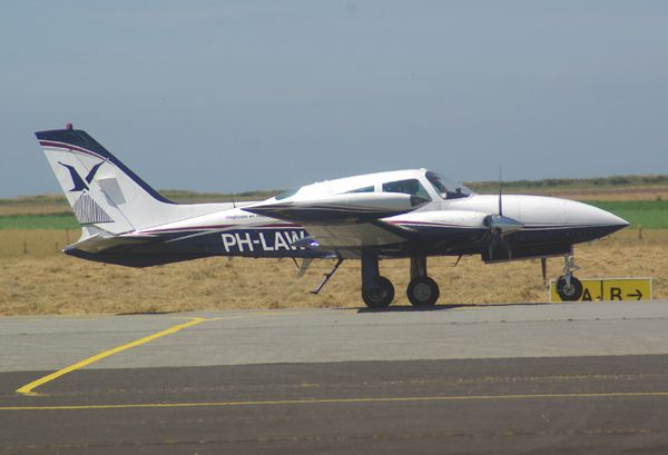 Le Cessna T310R PH-LAW.