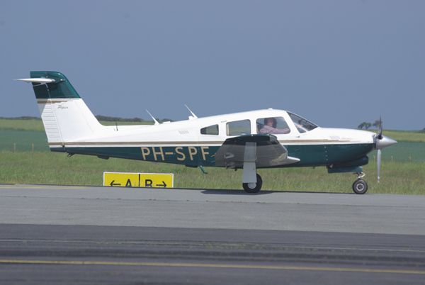 Le Piper PA-28RT Turbo Arrow IV PH-SPF.