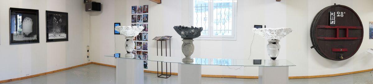 vue d'ensemble de l'expo avec en premier plan les oeuvres de AinsleyMuraour