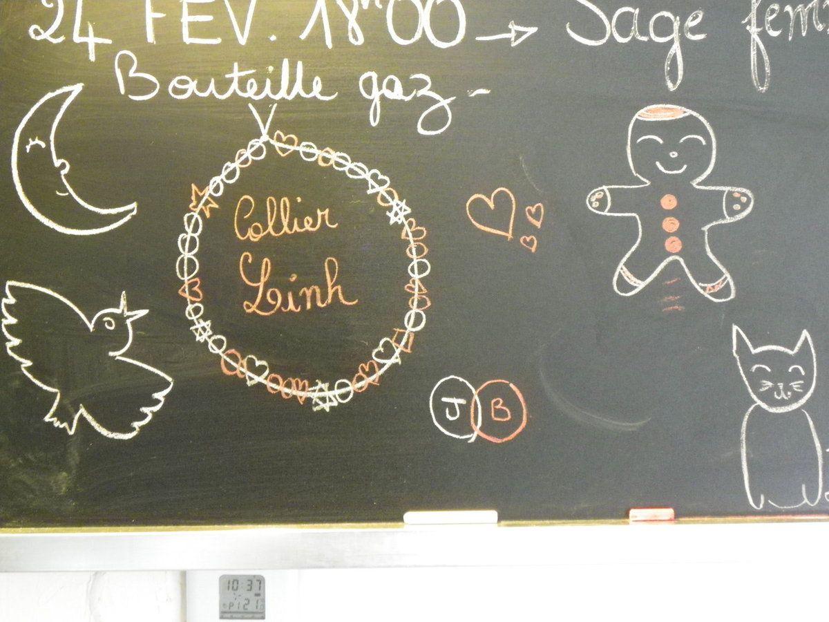"""DE gauche à droite : écouter """"au clair de la lune"""" et """"alouette"""", fabriquer un collier pour sa petite soeur, faire des bonhommes de pain d'épice, regarder """"petit jaune et petit bleu"""", dessiner des chats avec les feutres de maman"""