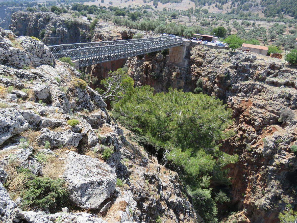 le pont pour aller aux gorges d'aradena