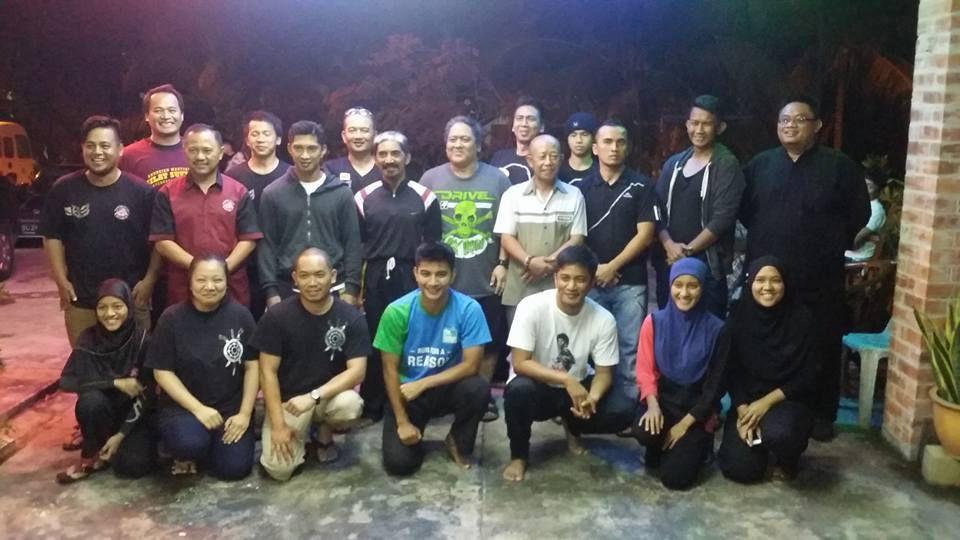 Photos des Maîtres de Silat, leurs assistants et des stagiaires durant le stage international de Silat du 7 au 14 Décembre 2015