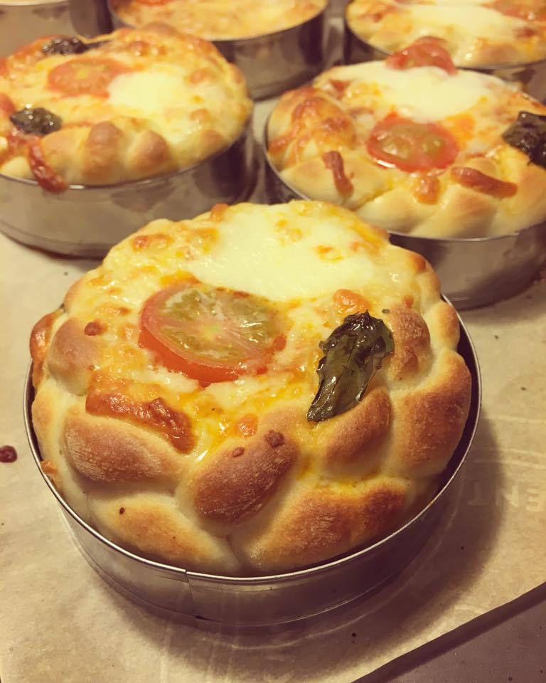 Pizzettes caprese