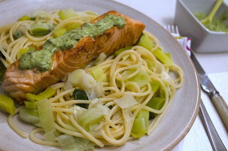 Saumon à l'unilatérale à la sauce verte de fanes de carottes
