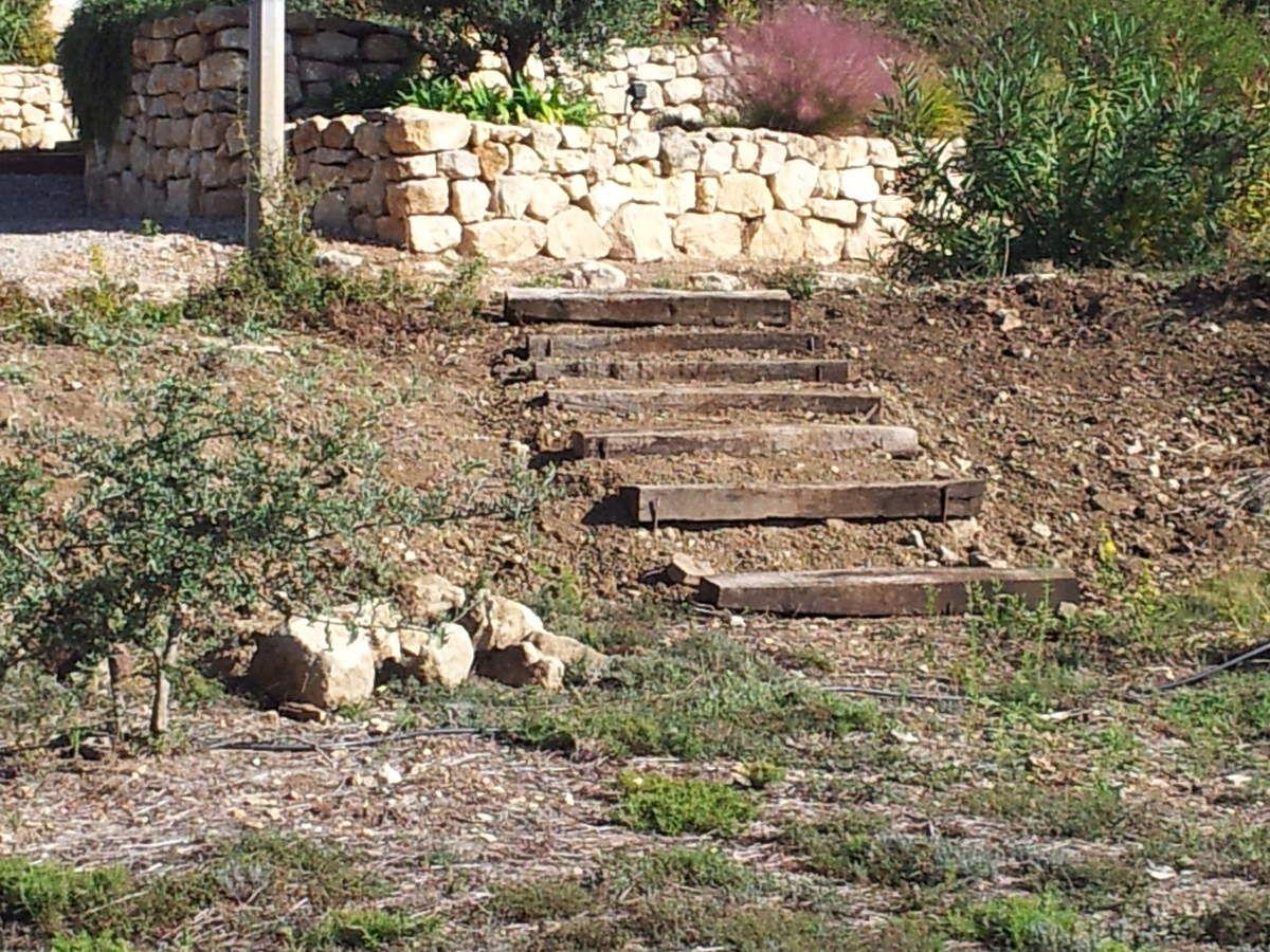 Réalisation d\'un escalier en traverses de chemin de fer - Le jardin ...