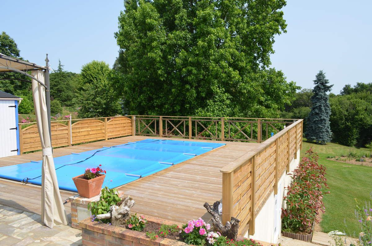 Entourage piscine bois de jardin for Cloture bois piscine