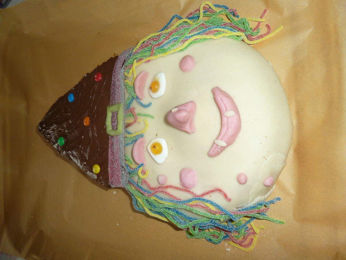 les étapes du gâteau et une citrouille en chocolat