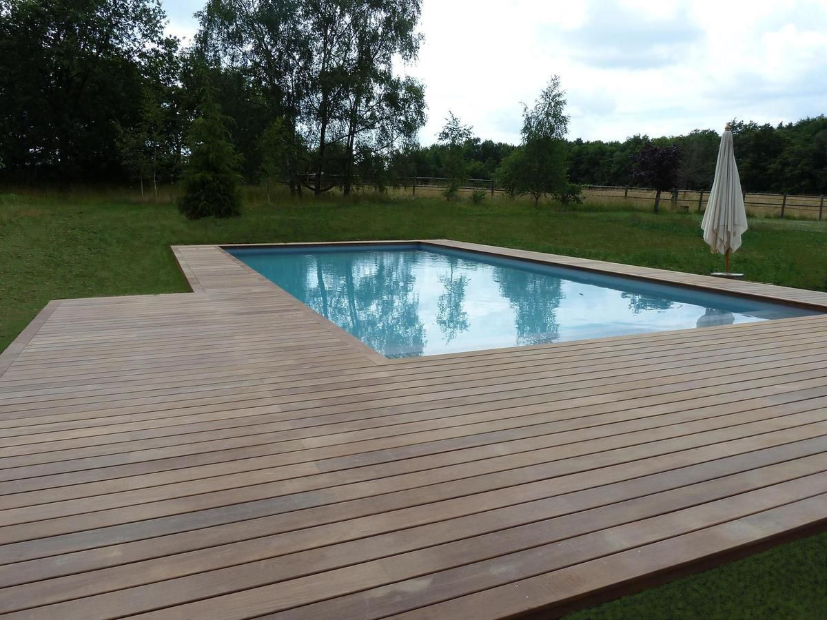 Terrasse bois piscine lyon diverses id es for Construction piscine 78