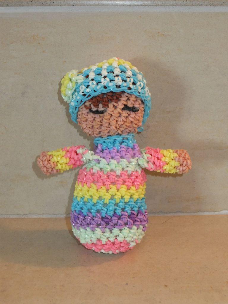 Petite poupée loomigurumi