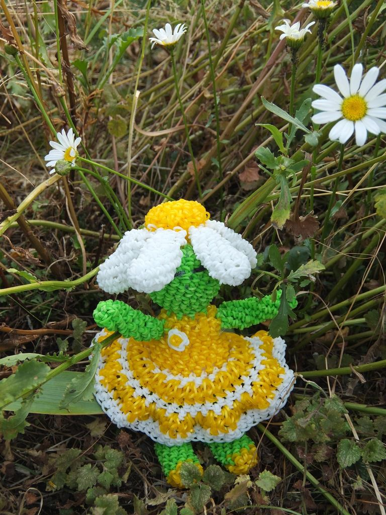 Maguy la poupée marguerite loomigurumi (Maguy daisy doll loom)