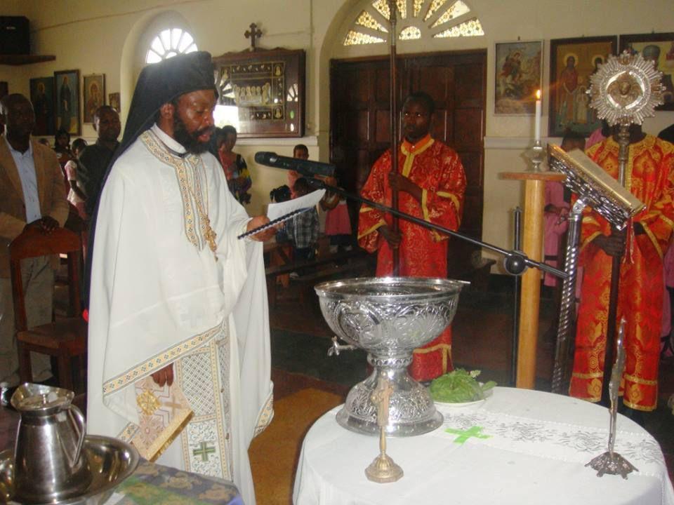 Père Gerasimos à Grenoble, et les chantres Elefter et Delphine de la paroisse saint Georges à Grenoble, et puis le Père Archimandrite Timothée de la paroisse saint Nicolas à Bunia-Congo