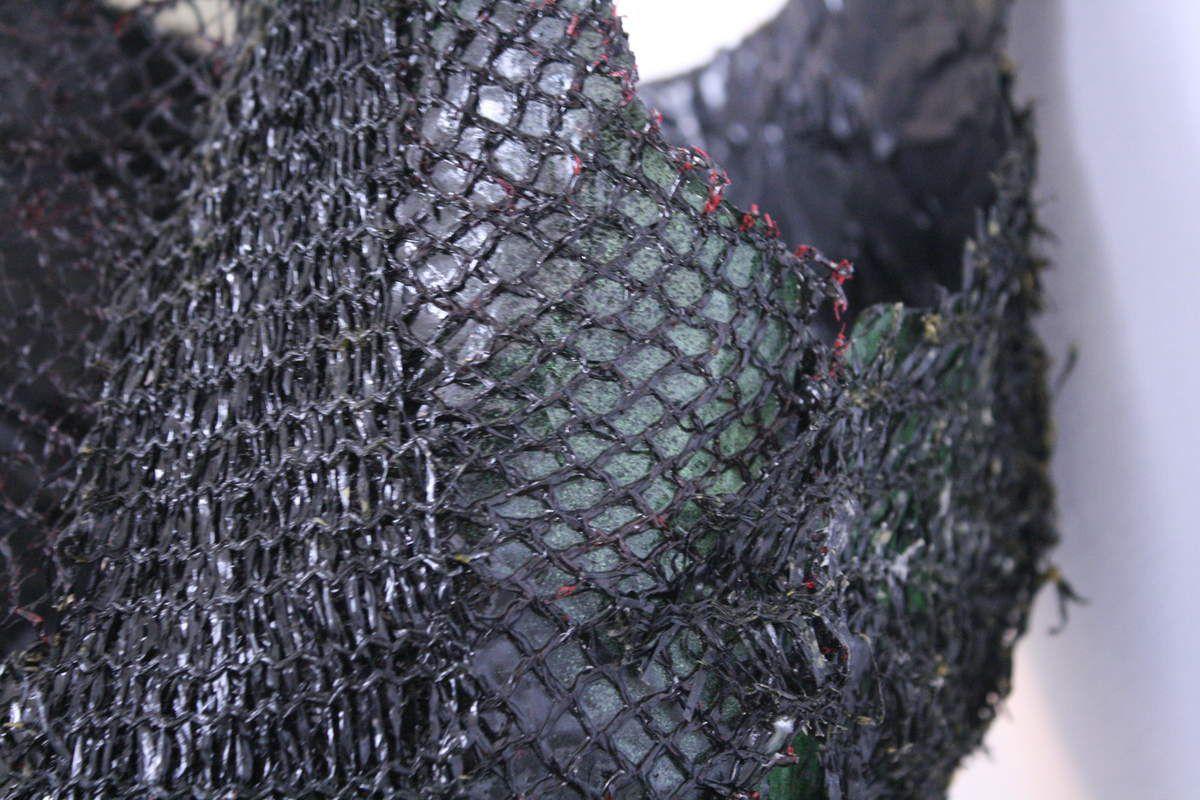 """Technologie créative, finalisation du thème """"Veuve Noire"""" par la sculpture d'une robe arachnéenne."""
