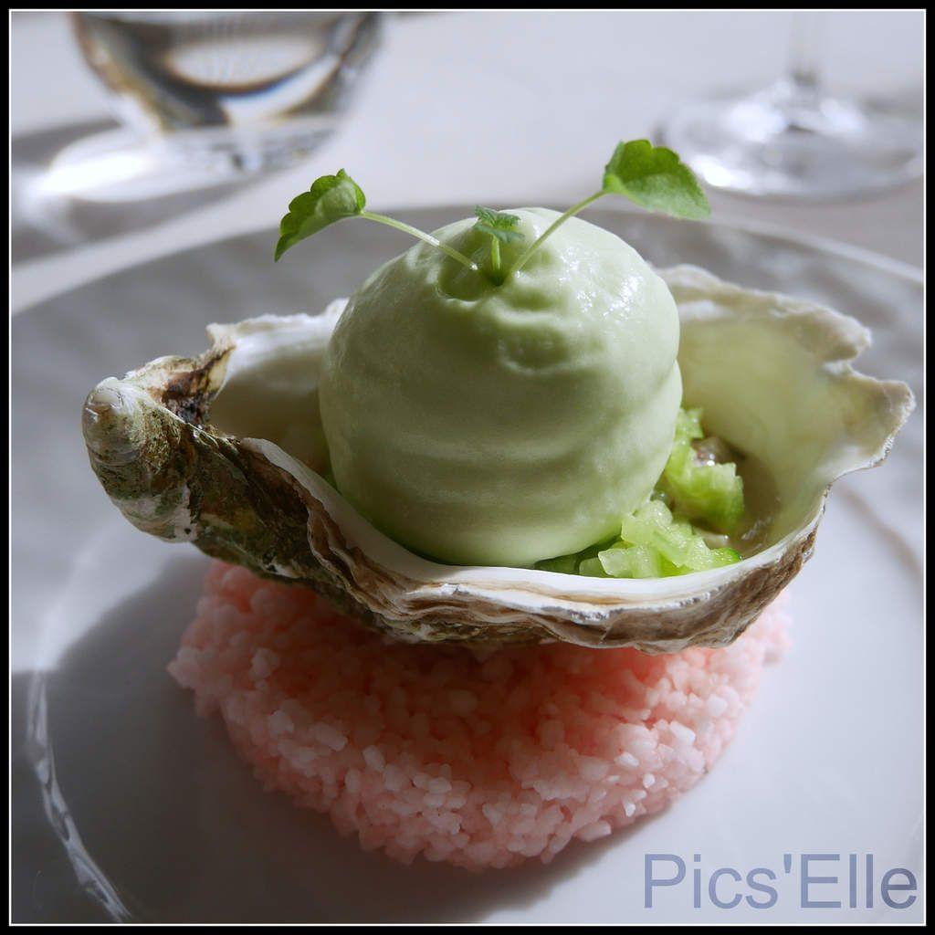 Plancha d'amuses bouche:Velouté de panais-éclats de moka/Croustillant de seiche-mousse de rouille/Foie gras façon Truffe/Huitre Gillardeau-mousse de concombre