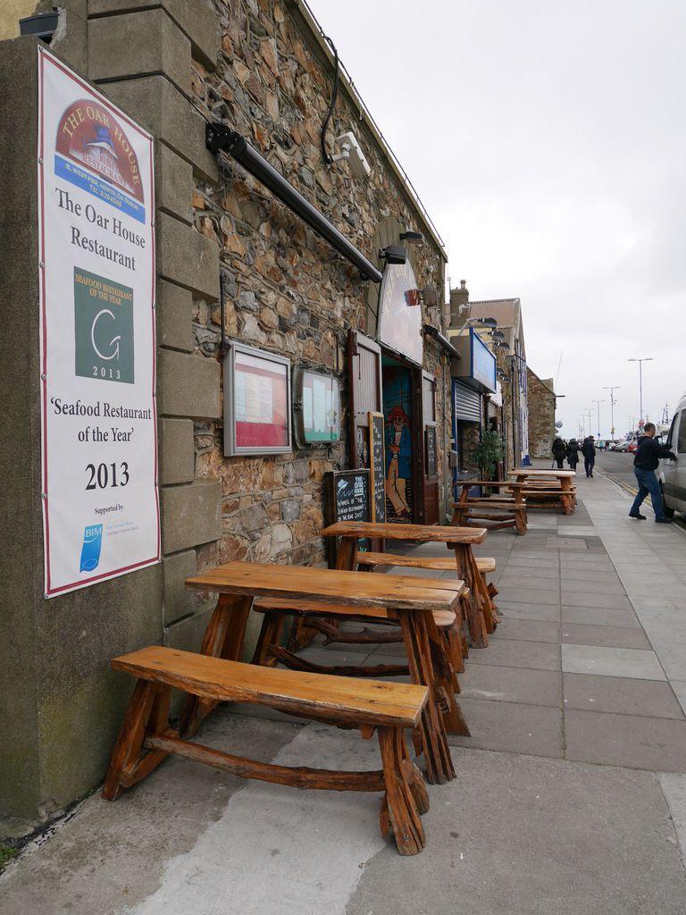 Petits restaurants sur le port.
