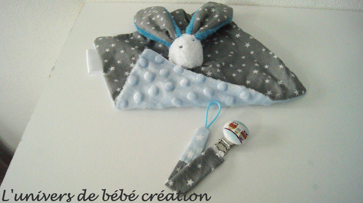 doudou tête de lapin et son attache sucette bleu gris
