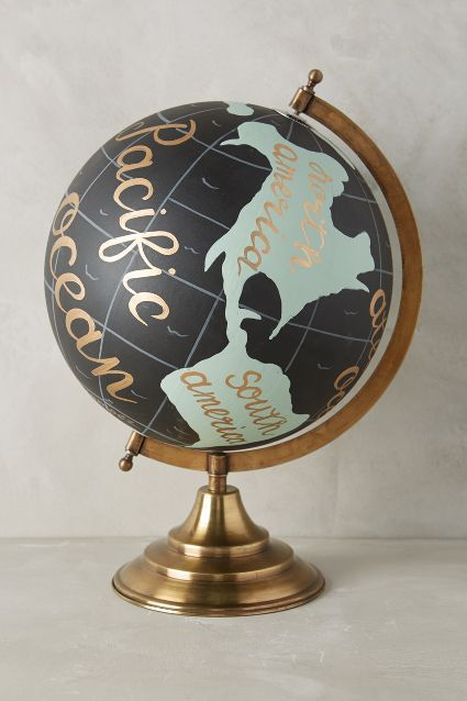 Globe terrestre  - Anthropologie - http://www.anthropologie.eu/anthro/product/home-roomdecor/7540432420003.jsp#/