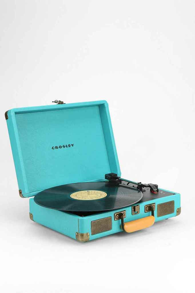 Platine Crosley - http://www.urbanoutfitters.com/fr/catalog/productdetail.jsp?id=5560435980782&category=SEARCH+RESULTS&cm_mmc=Zanox-_-1972683-_-2131877-_-2020560793007223808