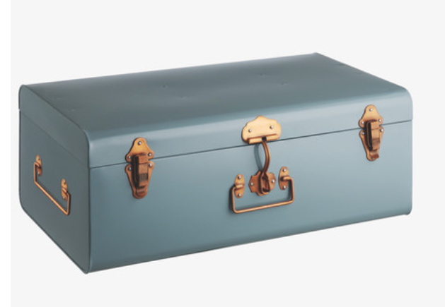 Malle - Habitat - http://www.habitat.co.uk/trunk-large-blue-metal-storage-trunk/accessories//fcp-product/149061?_$ja=tsid:34981|prd:78888&source=aw&affid=78888&utm_source=awin&utm_medium=affiliate&utm_campaign=78888&awc=2807_1430302865_ada36600bfc8c7f6e447c61ebaa48dd5