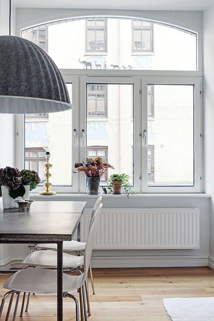 De l'espace dans un appartement en Suède