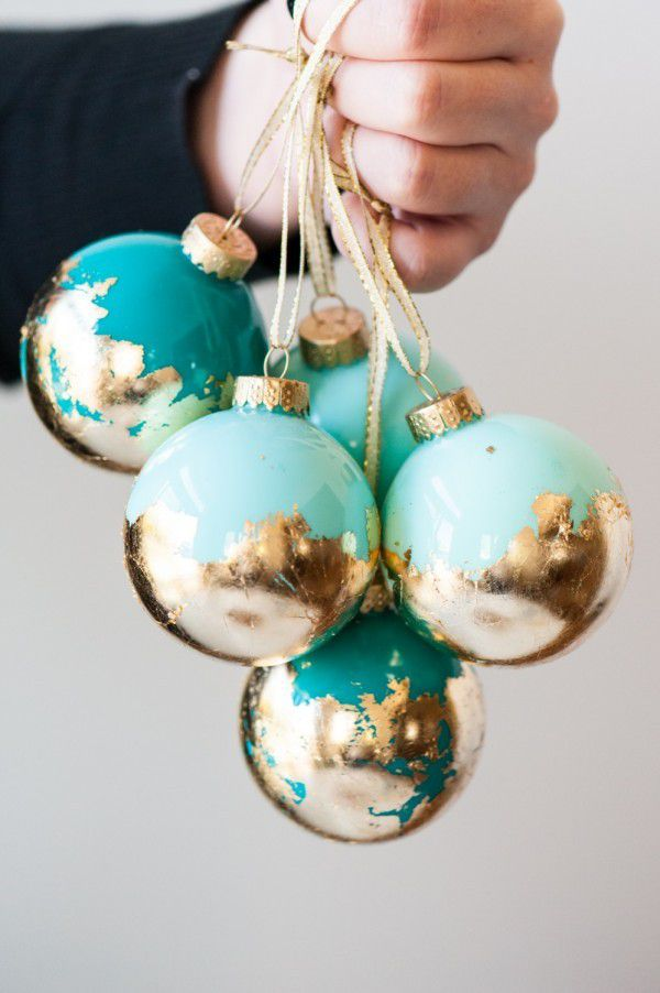 http://www.thesweetestoccasion.com/2015/12/diy-gold-leaf-ornaments/