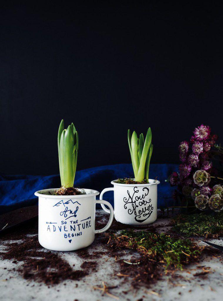 Une jolie tasse, un fleur et hop le tour est joué!