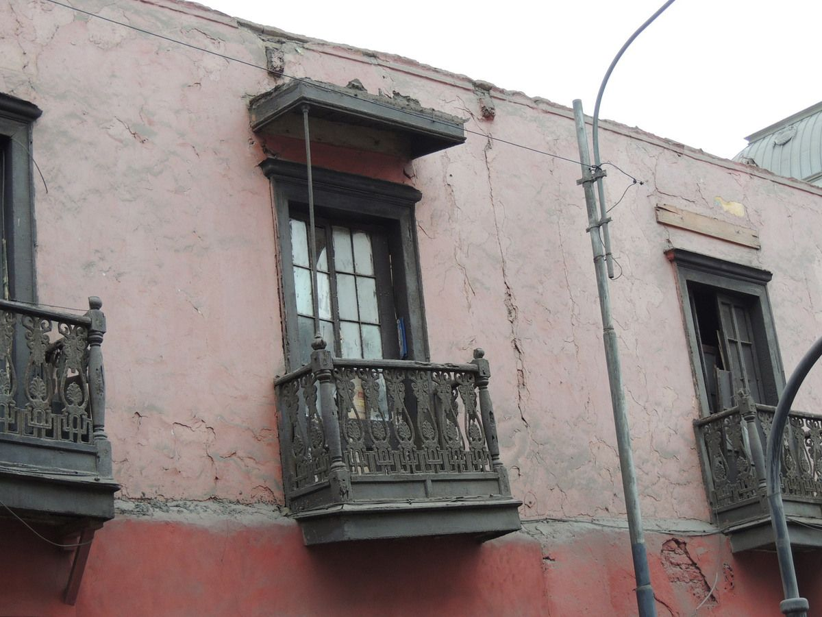 Example of colonial building deteriorated façades.