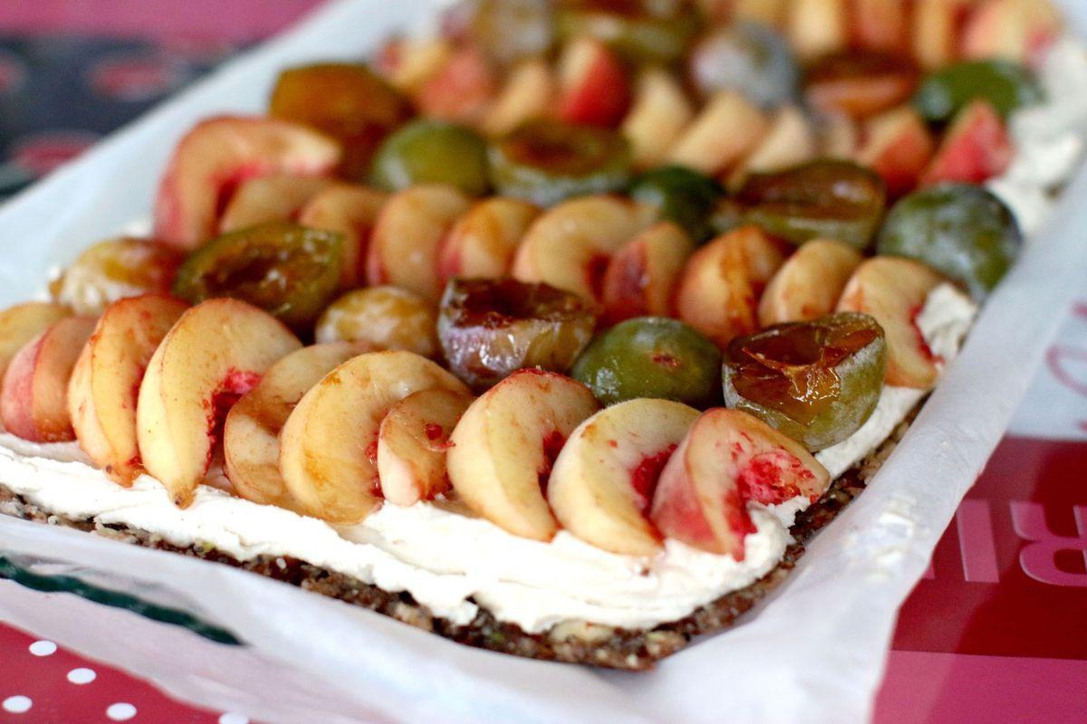 Tarte à la crème et fruits d'été (sans gluten, crue &amp&#x3B; vegan)