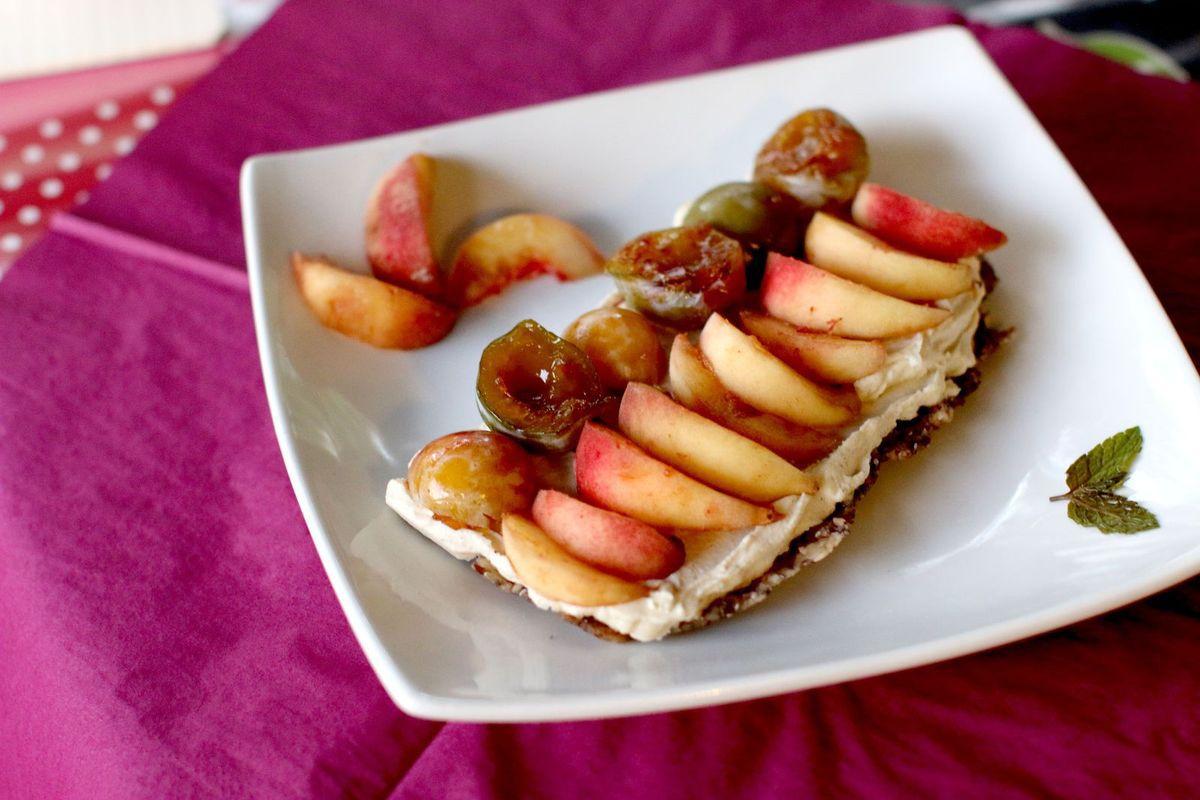 Tarte à la crème et fruits d'été (sans gluten, crue & vegan)