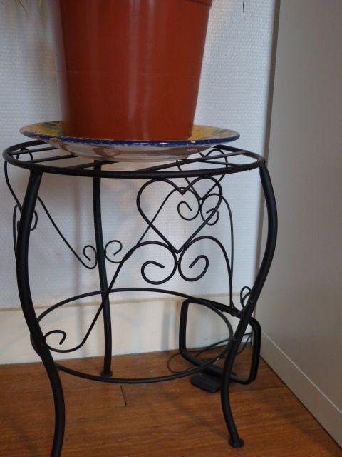 petit tabouret ou repose plante en m tal 7 euros. Black Bedroom Furniture Sets. Home Design Ideas