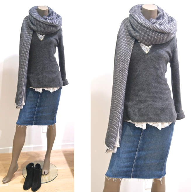 Top dentelle MASSCOB - Pull cachemire JAMES PERSE - Jupe MOTHER - Écharpe TRAITS - Boots SURFACE TO AIR