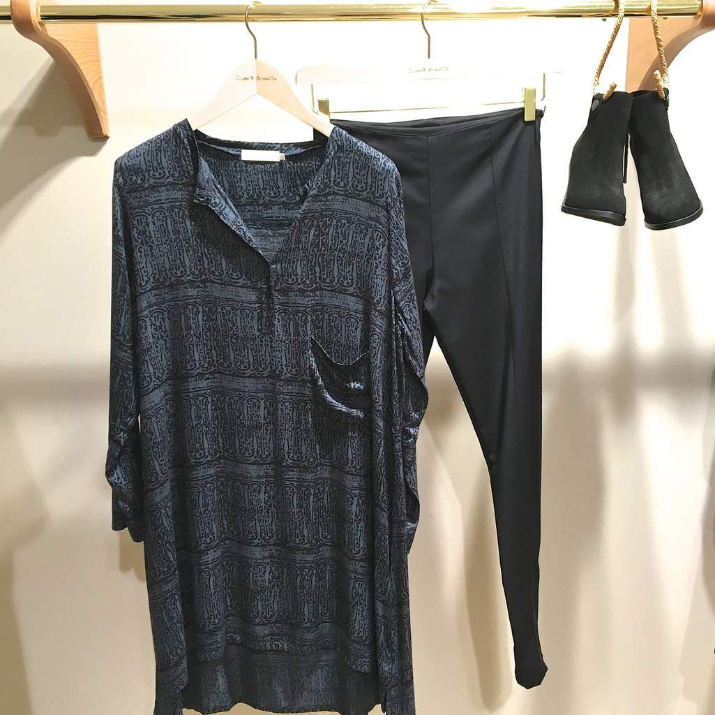 Robe RABENS SALONER - Leggings et Boots SURFACE TO AIR