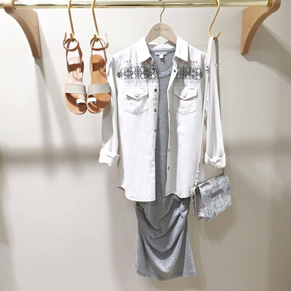 Sandales ISAPERA - Robe JAMES PERSE - Chemise MOTHER - Pochette CLIO GOLDBRENNER