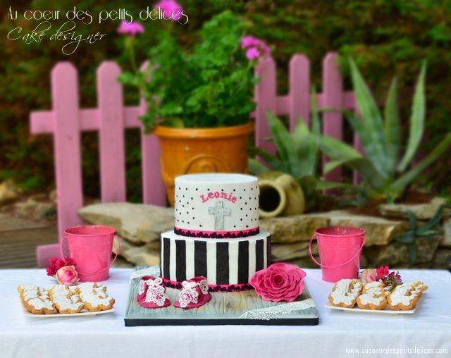 Gâteau de baptême blanc noir et fushia