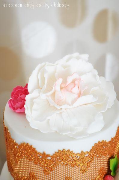 Wedding cake bohème chic blanc et doré