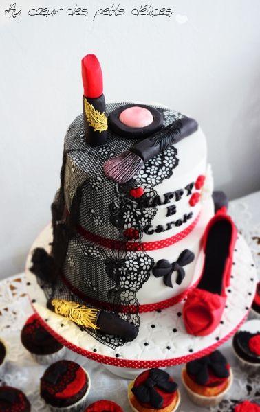 Gâteau d'anniversaire féminin make up et ses cupcakes