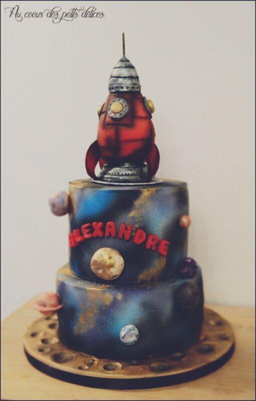 Gâteau d'anniversaire espace et fusée