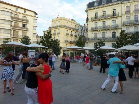 Vous avez apprécié le lieu, nous renouvelons! L'Association Mar y Tango vous donne rendez-vous à Béziers, place du Forum tout près de l'Hôtel de Ville, à partir de 18H le 22 juillet.